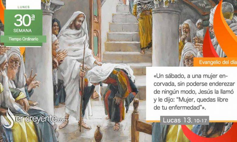 """Photo of Evangelio del día 25 octubre 2021 (""""Mujer, quedas libre de tu enfermedad"""")"""